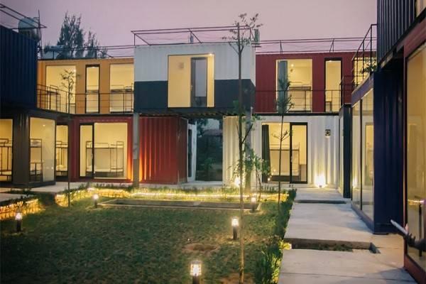 Cắt ghép nhiều thùng container thành một ngôi nhà hiện đại